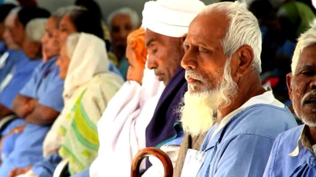 Gift vision by sponsoring part cost of a cataract surgery