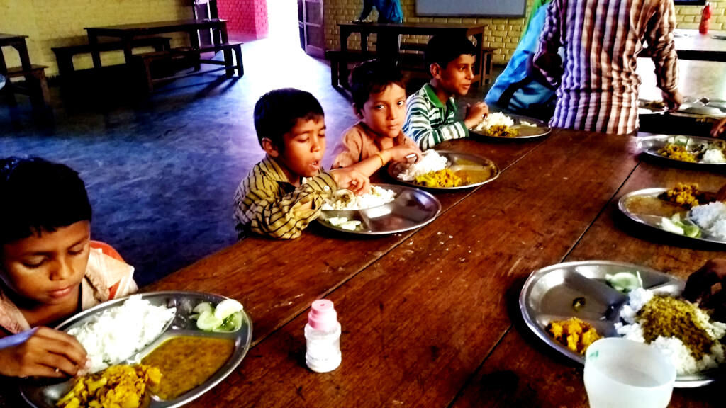 Sponsor quality food for underprivileged children in a transit home